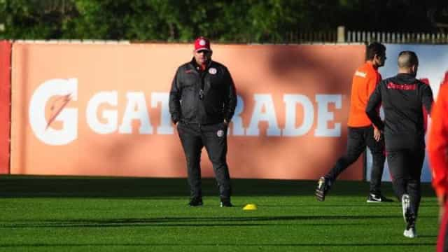 Direção do Inter mantém Guto Ferreira, mas cobra melhor rendimento