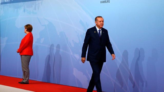 Erdogan pede que Alemanha não interferira  em assuntos da Turquia