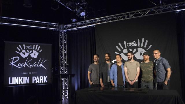 Integrantes do Linkin Park falam sobre  morte de Chester Bennington