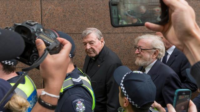 Cardeal australiano depõe sobre acusações de pedofilia