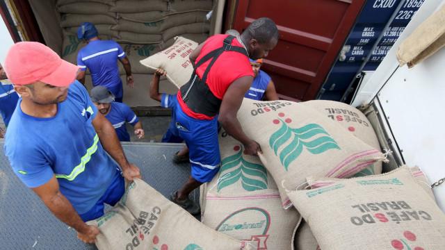 Organização criminosa pretendia 'exportar' cocaína em carga de café