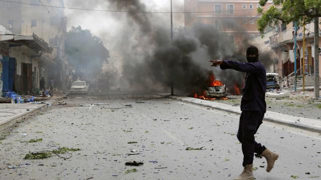 Pelo menos dez pessoas  morreram em explosão na Somália