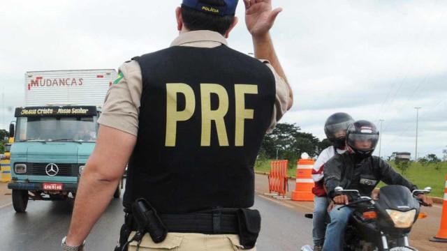 No Paraná, PRF apreende 56  pistolas escondidas em veículo