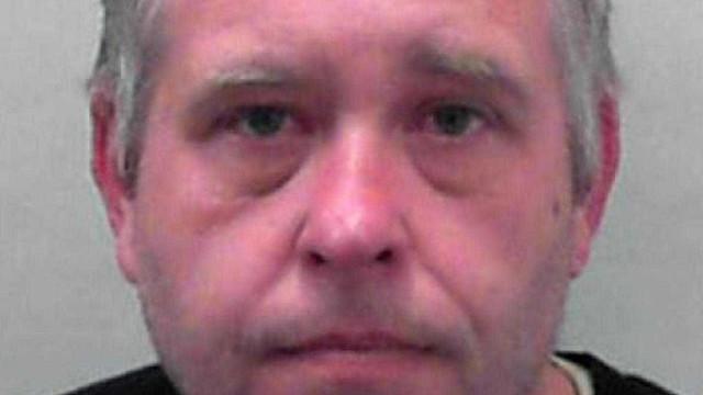 Professor é preso após assistir abuso  de menor de 6 anos online