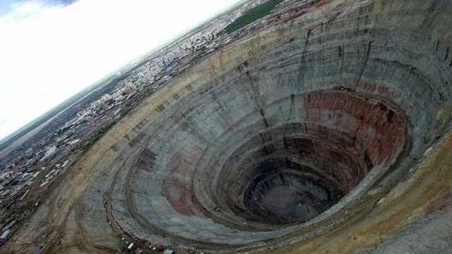 Inundação em mina na Rússia:100 pessoas estão presas