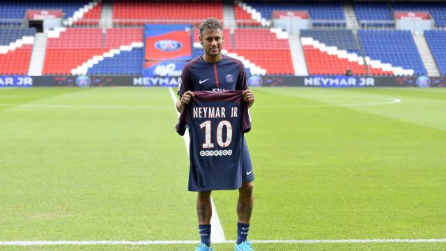 Lista de jogadores mais bem pagos  do mundo tem Neymar em 2º