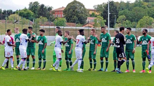 Chapecoense leva virada e perde para o Lyon por 2 a 1 na França