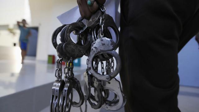 Homem que se passava por agente penitenciário é preso com drogas