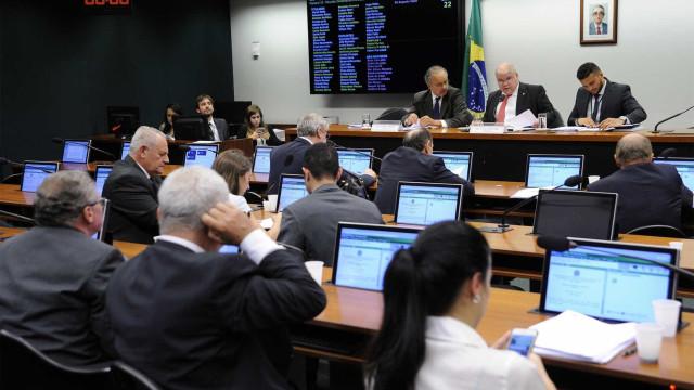 Deputados reiniciam hoje votação de mudanças no sistema eleitoral