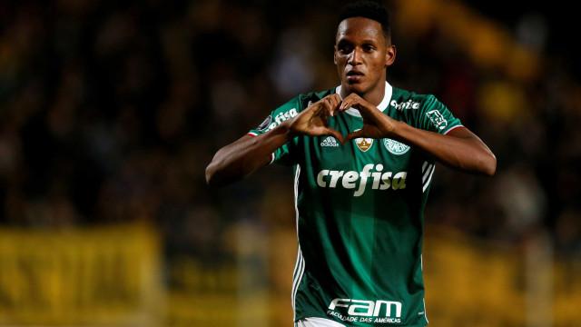 Possível lesão de Mina faz Palmeiras traçar planos para reposição