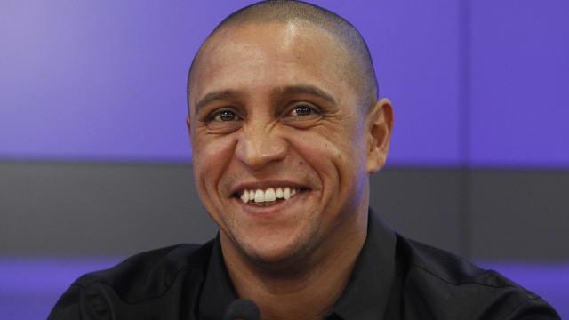 Roberto Carlos evita prisão ao pagar pensão alimentícia