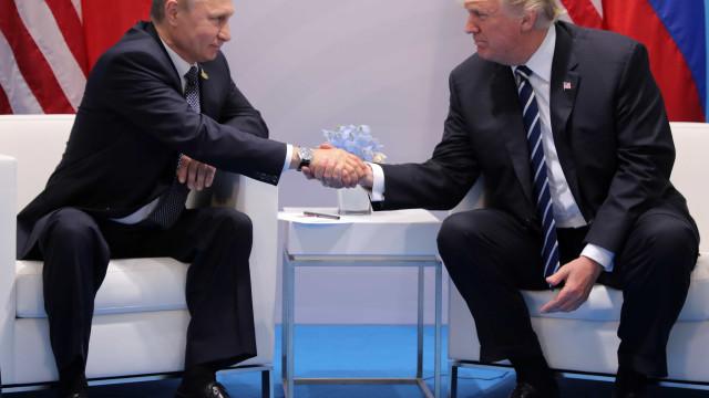 No G20, Trump cumprimenta Putin  e se encontra com Merkel e May