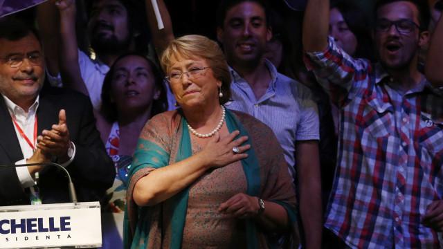 Bachelet envia projeto de casamento igualitário a Congresso