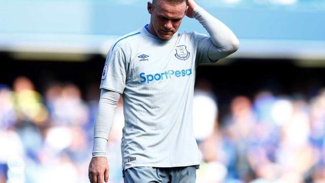 Suspeito de dirigir embriagado, Rooney é detido na Inglaterra
