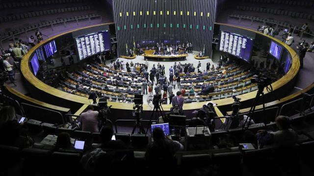 Câmara deve votar hoje fim de coligações e nova cláusula de desempenho