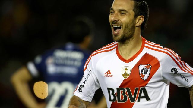 Com 5 de Scocco, River massacra por 8 a 0 e vai à semi da Libertadores
