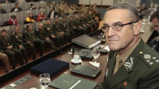Comandante diz que Exército está comprometido com a democracia