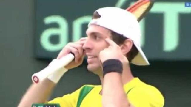 'Só peço perdão', diz tenista brasileiro após ato racista no Japão