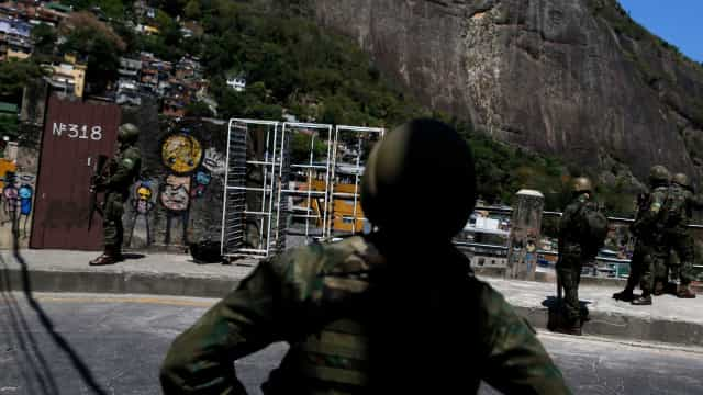 Pezão diz Exército não entrou na Rocinha só para prender traficante