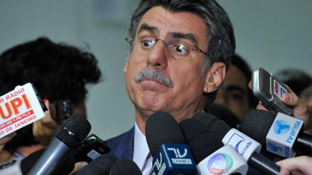 R$ 2 bilhões 'não é demais para se ter democracia no Brasil', diz Jucá