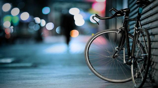 Gangues de bike miram pedestres em São Paulo