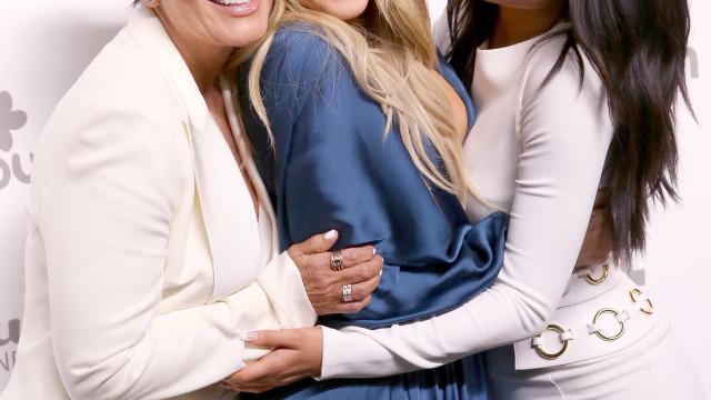 Kylie e Khloé devem revelar gravidez no cartão de Natal das Kardashian