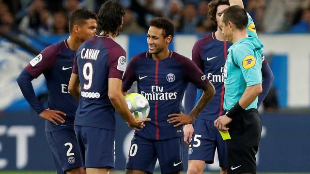 Jogador diz que seu técnico orientou jogadores a 'cutucarem' Neymar
