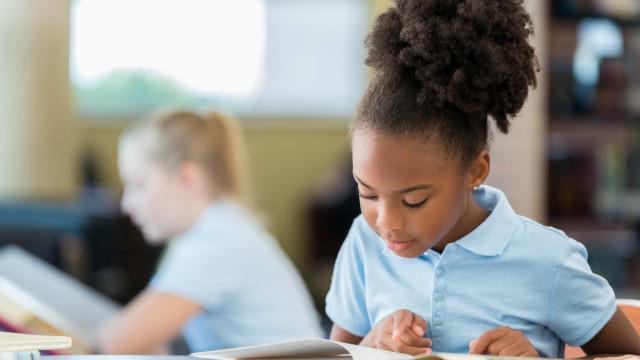 Computador causa cefaléia na infância, aponta estudo