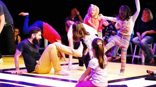 Caleidos apresenta 'Coreô', espetáculo interativo para toda a família
