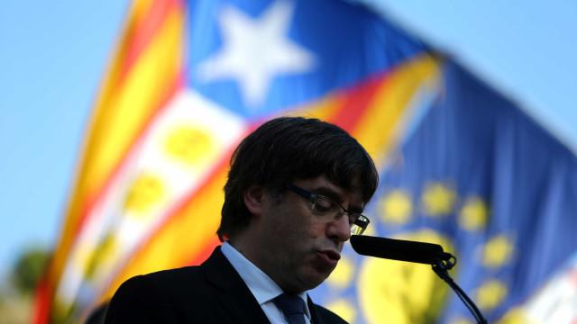 Líder destituído da Catalunha viaja para a Bélgica