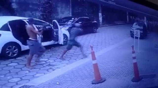 Criminosos usam fuzil para assaltar motorista em Niterói
