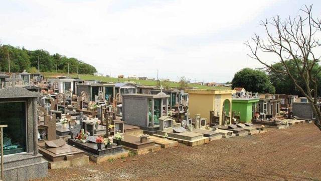 Travesti é encontrada morta perto de cemitério no Paraná