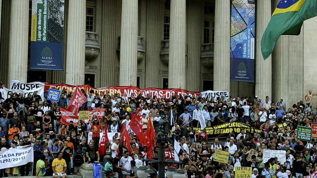 'Paciência acabou'; servidores do Rio marcam protesto unificado