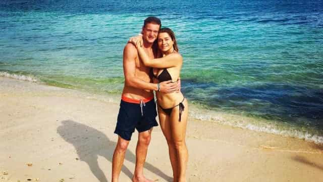 Letícia Spiller posa de biquíni com o filho, Pedro, de 20 anos
