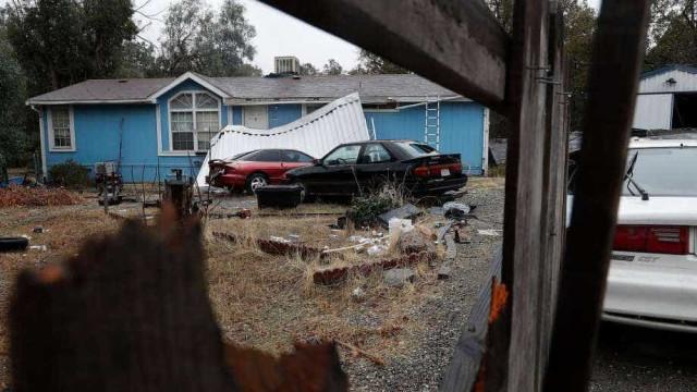 Atirador dos EUA matou esposa horas antes de tiroteio perto de colégio