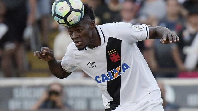 Atlético-PR vence, se garante na elite e complica situação do Vasco