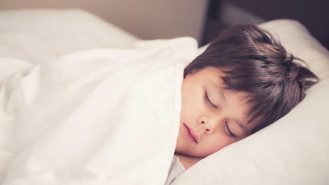 Melatonina pode ser usada em tratamento para crianças com autismo