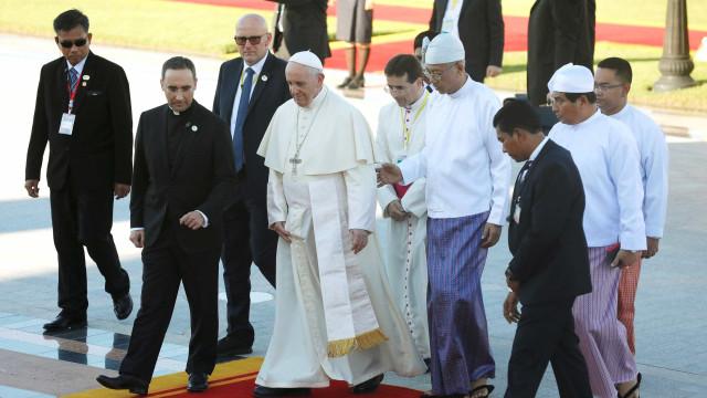Papa Francisco pede respeito a etnias em Mianmar