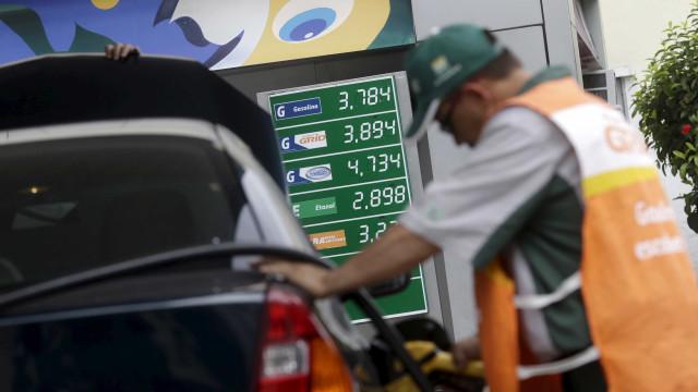 Petrobras anuncia alta de 0,80% na gasolina e queda de 0,20% no diesel