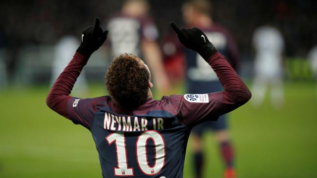 Neymar marca e dá assistência, PSG vence e abre vantagem no Francês