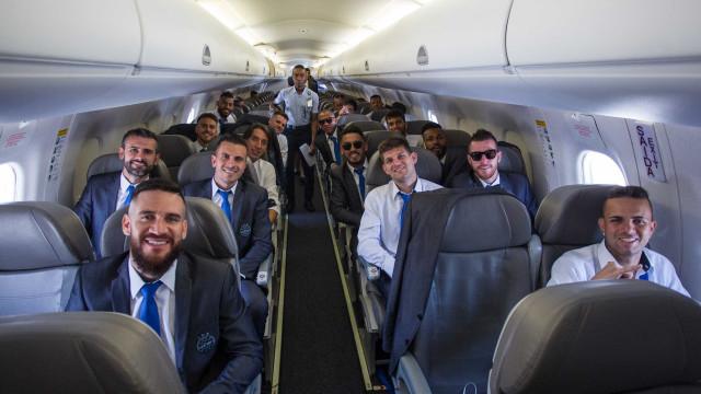 Grêmio embarca para o Mundial com apoio e festa da torcida no aeroporto