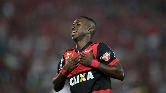 Zico quer Vinícius Jr. como titular do Fla na final da Sul-Americana