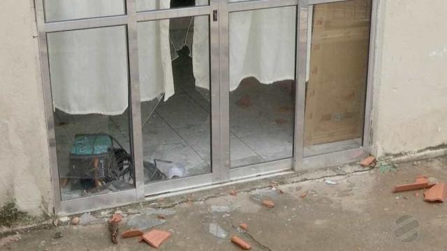 Moradores depredam residência de casal que maltratava filhos em MT