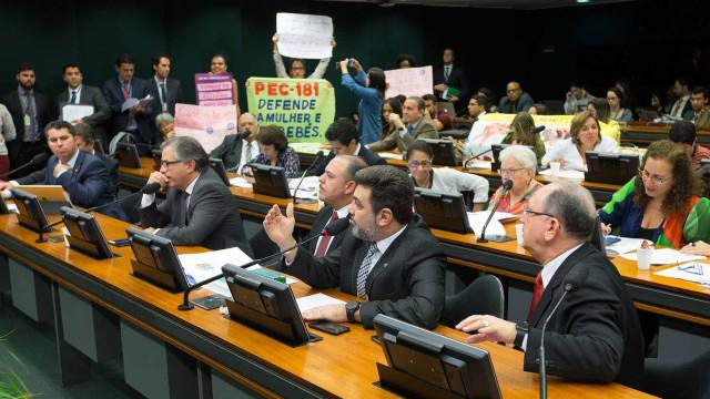 Em carta, parlamentares europeus criticam projeto sobre aborto