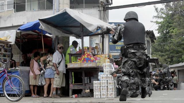 PM é baleado em confronto com bandidos na comunidade do Jacarezinho