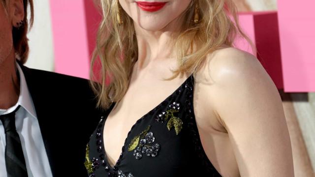 Nicole Kidman aparece irreconhecível de cabelo castanho curto