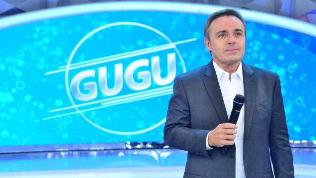 Gugu e diretor se despedem de equipe do programa na Record