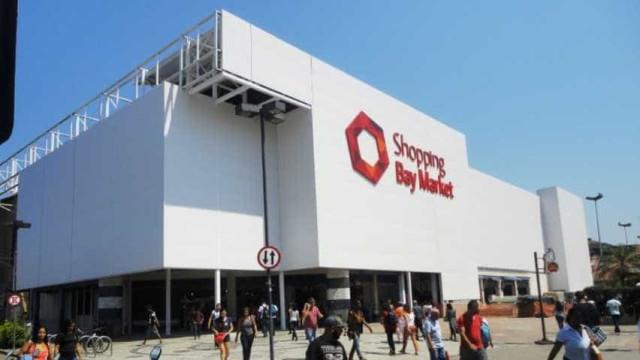 Tentativa de assalto a loja causa pânico e correria em shopping no RJ
