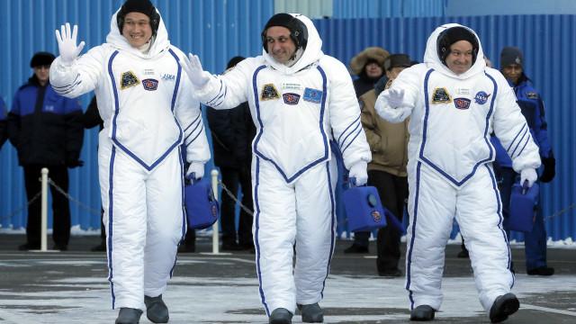 Soyuz decola para Estação Espacial Internacional com 3 astronautas