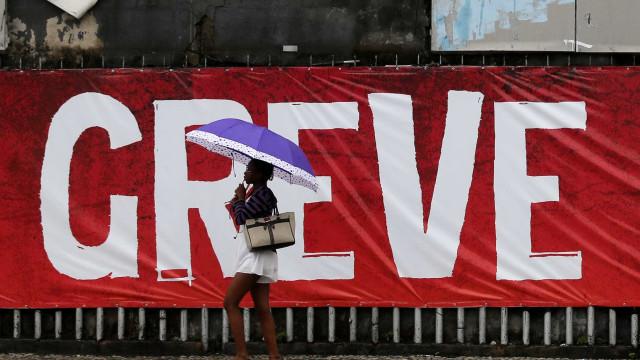 Funcionários do Carrefour no Rio entram em estado de greve
